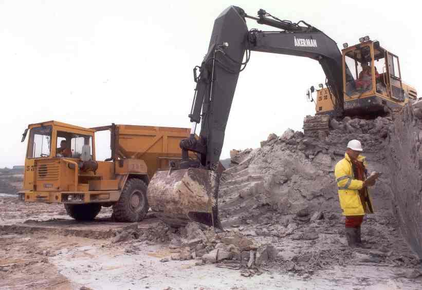 Ball clay - hydraulic excavator
